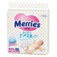 Подгузники Merries Air Through для мальчиков и девочек. Pазмер NB (от рожд. до 5 кг) 88 шт Арт. 23078